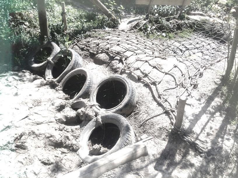 Niet genoeg modder? Geen probleem. Met een duik in de modderbak is dat zo opgelost! :-)