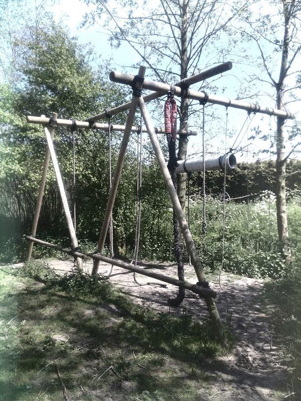 Verschillende 'touwklim' mogelijkheden. Dikke touwen, dunne touwen en een brandweerslag zorgen voor voldoende uitdaging!